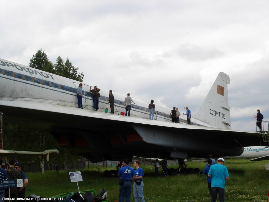 http://aviahistory.ucoz.ru/FOTO/TU-144/77106/AIK/77106-03.jpg